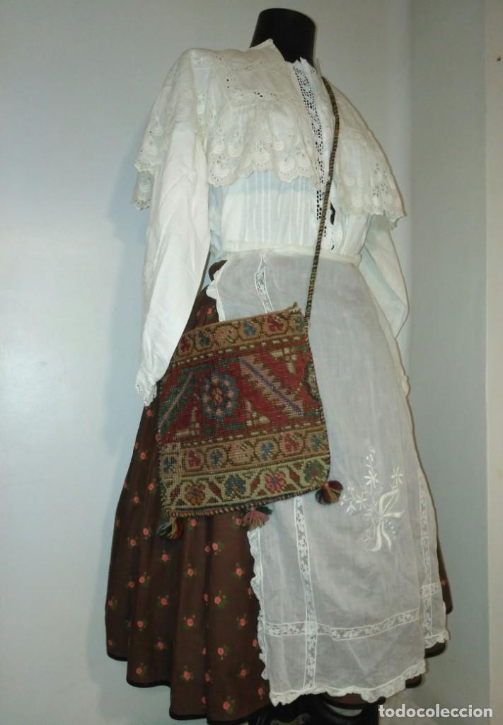 ANTIGUO BOLSO BORDADO PARA INDUMENTARIA TRADICIONAL (Antigüedades - Moda - Bolsos Antiguos)