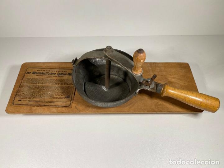Antigüedades: ANTIGUO MUY RARO RALLADOR MANUAL FABRICADO EN ALEMANIA PERFECTO SIGLO XIX madera hierro cromado - Foto 6 - 186462100