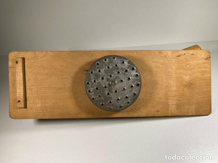 Antigüedades: ANTIGUO MUY RARO RALLADOR MANUAL FABRICADO EN ALEMANIA PERFECTO SIGLO XIX madera hierro cromado - Foto 7 - 186462100