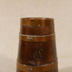Antigüedades: HERRADA VASCA EN MADERA DE ROBLE Y LATON. Lote 186473318