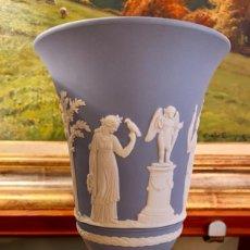 Antigüedades: MARAVILLOSA PAREJA DE JARRONES WEDGWOOD. Lote 186540166