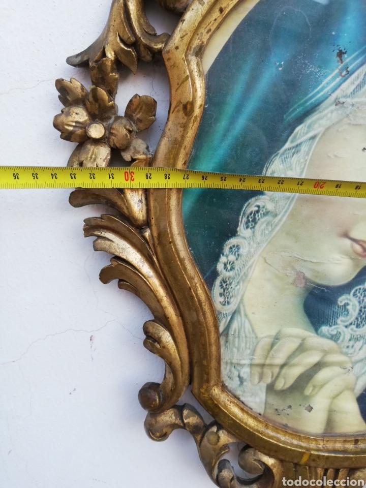 Antigüedades: Muy antiguo marco cornucopia en madera tallada y pan de oro con imagen religiosa hecho a mano - Foto 8 - 186546831