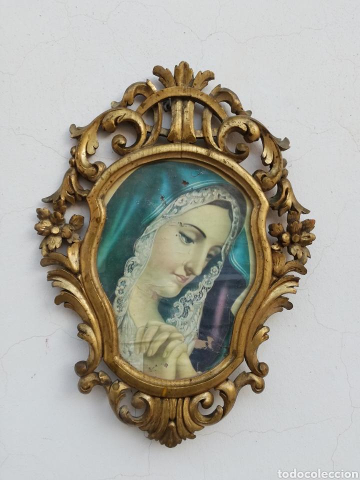 MUY ANTIGUO MARCO CORNUCOPIA EN MADERA TALLADA Y PAN DE ORO CON IMAGEN RELIGIOSA HECHO A MANO (Antigüedades - Muebles Antiguos - Cornucopias Antiguas)