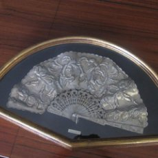 Antigüedades: ABANICO DE ESTAÑO CON ABANIQUERA. Lote 186548101