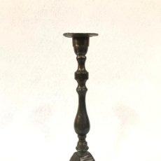 Antigüedades: CANDELABRO DE METAL OSCURO. Lote 186604948