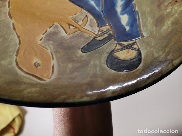 Antigüedades: PLATO DECORATIVO LA BISBAL FIRMADO PUIGDEMONT- PASTORCILLO PASTOR CATALAN MUSICO..32 CM - Foto 8 - 186705608
