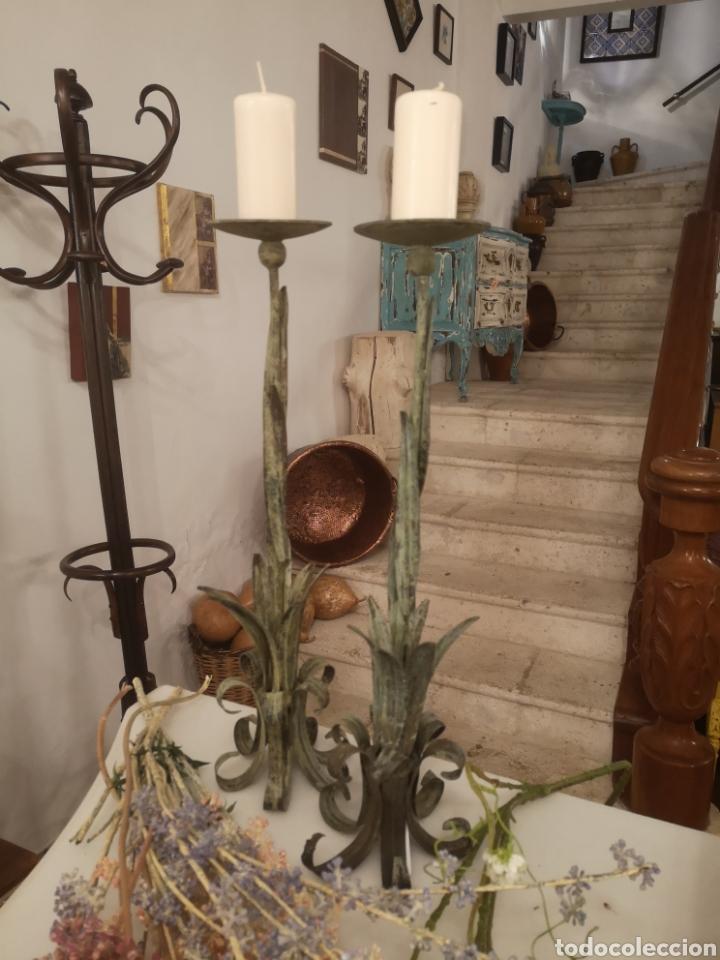 Antigüedades: Pareja de candelabros metal/verde - Foto 2 - 187095233