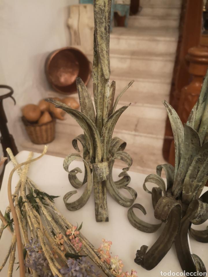 Antigüedades: Pareja de candelabros metal/verde - Foto 3 - 187095233