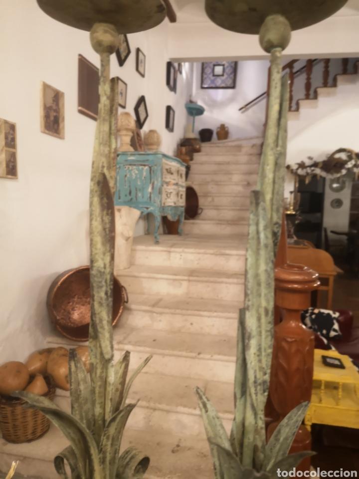 Antigüedades: Pareja de candelabros metal/verde - Foto 4 - 187095233