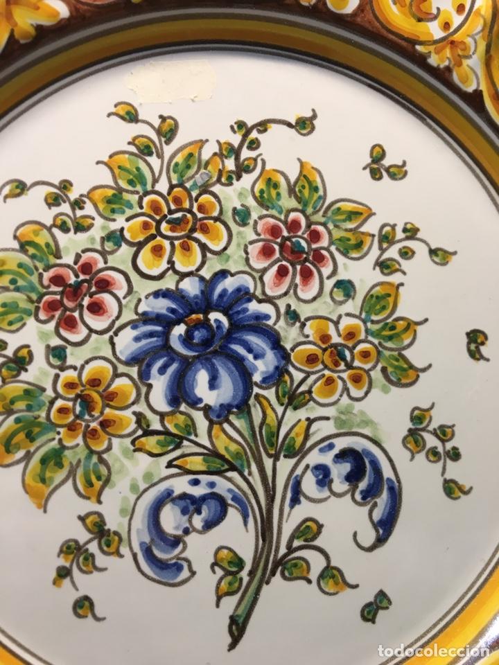Antigüedades: Plato de flores Talavera - Foto 2 - 187099285