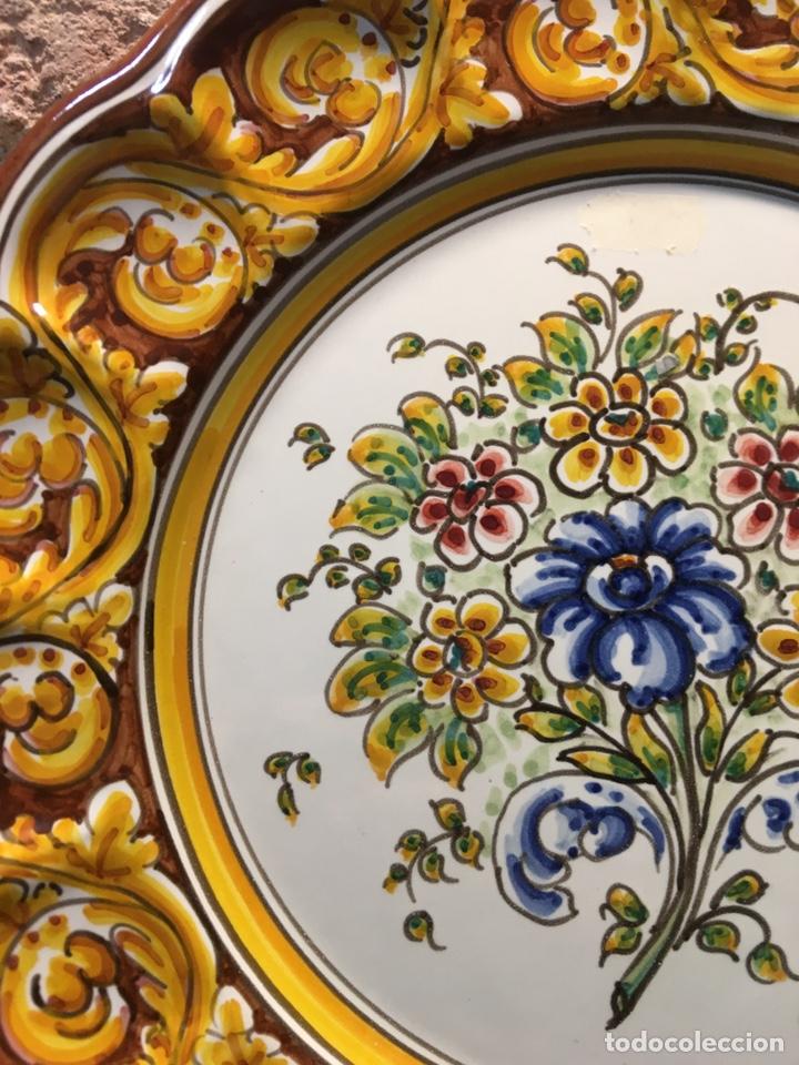 Antigüedades: Plato de flores Talavera - Foto 3 - 187099285