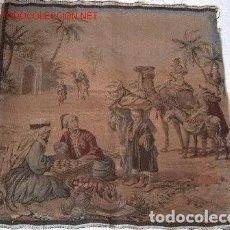 Antigüedades: TAPIZ GOBELINO ANTIGUO: MOTIVO ARABE. Lote 187105767