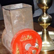 Antigüedades: RAYADOR DE PAN ELMA DE SOBREMESA. Lote 187109271