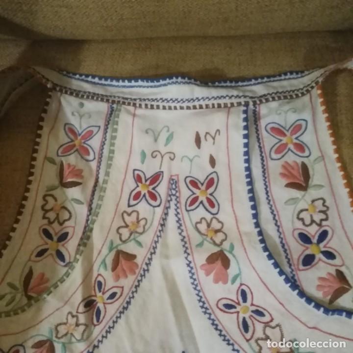 Antigüedades: Antiguo Delantal o mandil bordado a mano de lagartera del siglo xix - Foto 5 - 187110808