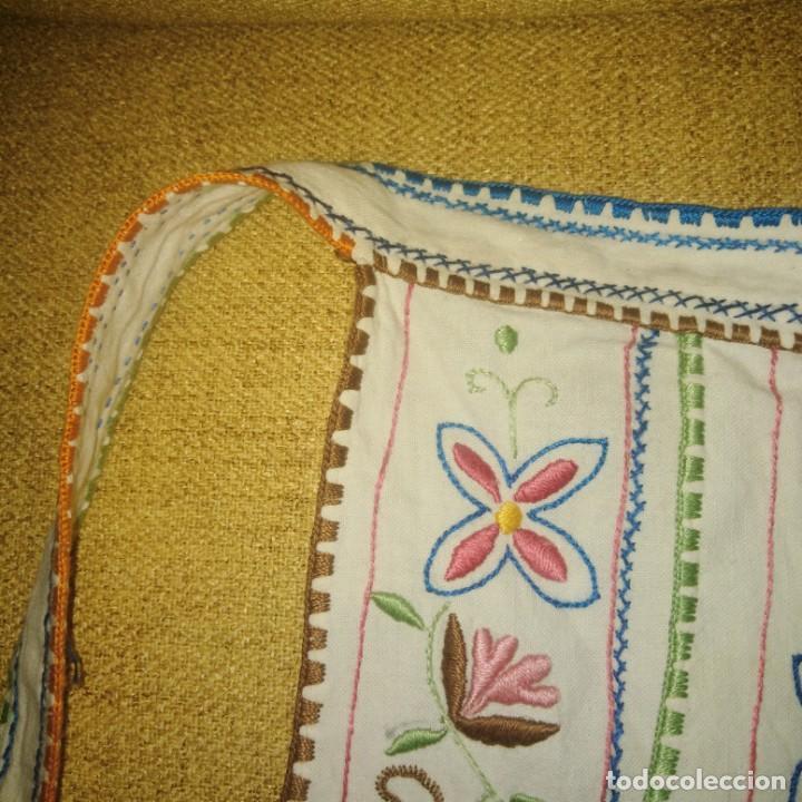 Antigüedades: Antiguo Delantal o mandil bordado a mano de lagartera del siglo xix - Foto 8 - 187110808