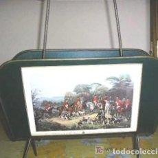 Antigüedades: ELEGANTE REVISTERO CAZERIA DE METAL. Lote 187115680