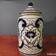 Antigüedades: BOTE GRANDE DE PORCELANA DE TALAVERA MEJICANO AZUL. Lote 187128512