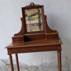 Antigüedades: MUEBLE TOCADOR EN MADERA CON ESPEJO. Lote 187144848