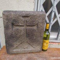 Antigüedades: PUERTA DE HORNO PARROQUIAL. EN PIEDRA. CRUZ CENTRAL LABRADA. CENTENARIA.. Lote 187147393