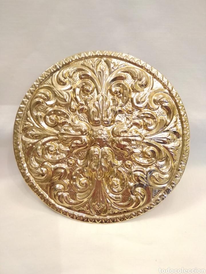 GALLETA DORADA 12 CM. DE DIÁMETRO (NUEVO) (Antigüedades - Religiosas - Varios)