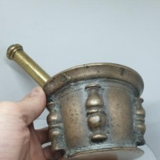 Antigüedades: EXCEPCIONAL ALMIREZ,MORTERO EN BRONCE DE COLUMNAS,ESPAÑA,S. XVII-XVIII. Lote 187205376