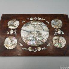 Antigüedades: DOS TABLILLAS CHINAS CON INCRUSTAXIONES DE NACAR. 1900. Lote 187232550