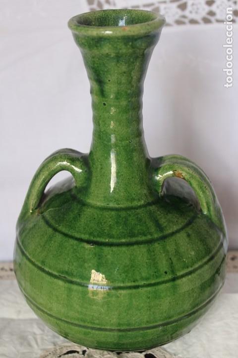 JARRA FIRMADA EN CERAMICA ARTESANAL JARRON CERAMICA VERDE PACO TITO UBEDA, ALTURA 21 CM (Antigüedades - Porcelanas y Cerámicas - Úbeda)