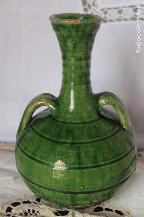 Antigüedades: JARRA FIRMADA EN CERAMICA ARTESANAL JARRON CERAMICA VERDE PACO TITO UBEDA, ALTURA 21 CM - Foto 2 - 187306042