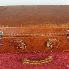 Antigüedades: MALETA DE VIAJE. CUERO. CUERRES DE METAL CROMADO. INTERIOR DE SEDA. CIRCA 1940. . Lote 187311423