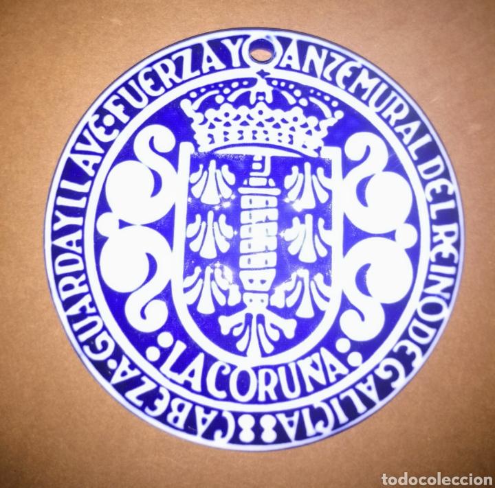 MEDALLA CO ESCUDO DA CORUÑA O CASTRO SARGADELOS (Antigüedades - Porcelanas y Cerámicas - Sargadelos)