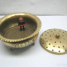 Antigüedades: GRAN CENTRO O QUEMADOR INCENSARIO REPUJADO - PATAS DE GARRA EN BRONCE. Lote 187383547