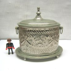 Antigüedades: GRAN CAJA BEREBER ANTIGUA EN METAL REPUJADO - MARCAS FIRMA. Lote 187384212