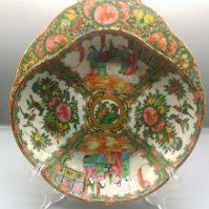 Antigüedades: FAMILIA ROSA. PLATO SINGULAR. Lote 187393753