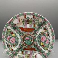 Antigüedades: FAM ROSA. PLATO CHINO ESCENAS TIPICAS 90. Lote 187396338