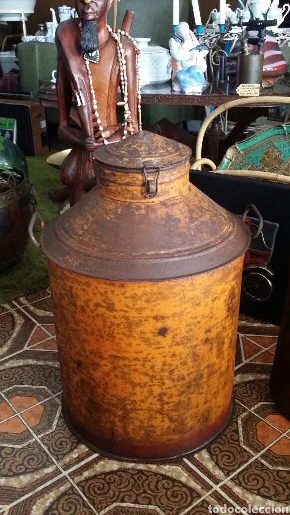 Antigüedades: Antigua aceitera industrial - Foto 2 - 187429195
