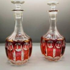 Antigüedades: PAREJA DE BOTELLAS LICORERAS ANTIGUAS DE CRISTAL CON TAPONES. Lote 187430973