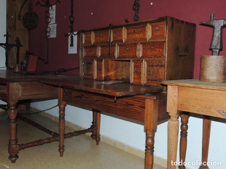 BARGUEÑO ANTIGUO DE NOGAL SIGLO XVI PRECIOSO (Antigüedades - Muebles Antiguos - Bargueños Antiguos)