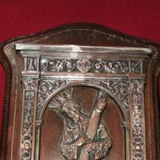 Antigüedades: ANTIGUO MARCO CUERO CON IMAGEN DEL GRAN PODER DE SEVILLA EN COBRE. Lote 187449757