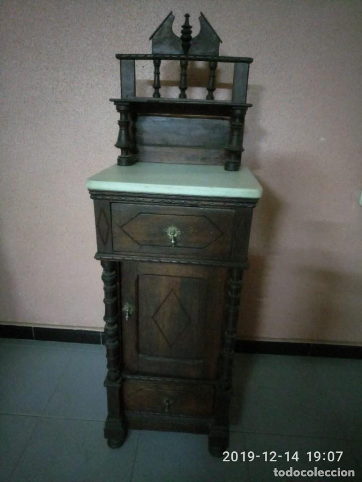 ANTIGUA MESILLA DE MADERA Y TAPA DE MARMOL. (Antigüedades - Muebles Antiguos - Auxiliares Antiguos)