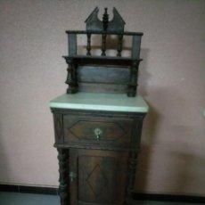 Antigüedades: ANTIGUA MESILLA DE MADERA Y TAPA DE MARMOL.. Lote 186452093