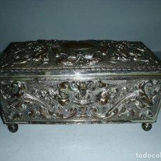 Antigüedades: COFRE DECORADO DE COBRE PLATEADO. Lote 187453988