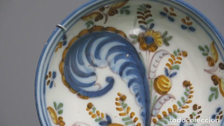 Antigüedades: ANTIGUO PLATO DE CERAMICA DE TALAVERA. COLA DE GALLO. SIGLO XVIII - Foto 3 - 187458522