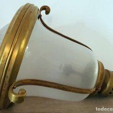 Antigüedades: LAMPARA ANTIGUA DE TECHO EN LATON Y CRISTAL ESMERILADO . Lote 187484263
