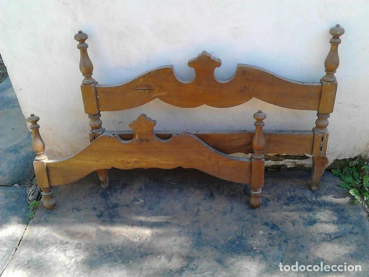 Antigüedades: CABECERO Y PIE CAMA MADERA PEQUEÑA - Foto 3 - 118663911