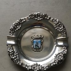 Antigüedades: CENICERO DE METAL PLATEADO, RECUERDO DE LISBOA. Lote 187497495