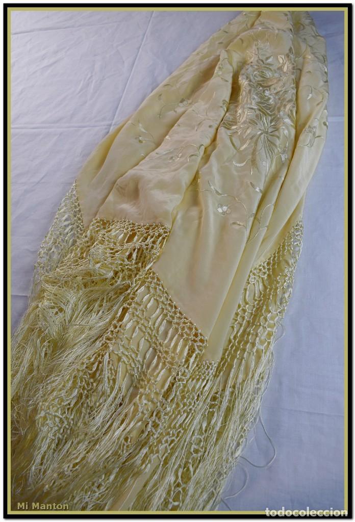 Antigüedades: Maravilloso chal manton de manila seda bordado a mano tono marfil ideal fiestas - Foto 4 - 187532431