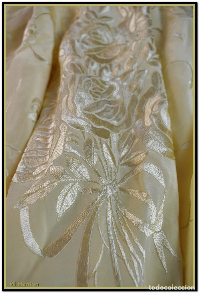 Antigüedades: Maravilloso chal manton de manila seda bordado a mano tono marfil ideal fiestas - Foto 5 - 187532431