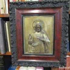 Antigüedades: SAGRADO CORAZON DE JESUS - RETABLO EN COBRE PLATEADO Y MOLDURA ESTUCADA, APROX 1920 47X38CM + INFO. Lote 187533268