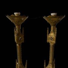 Antigüedades: ANTIGUA PAREJA DE CANDELABROS, APLIQUES NEOGÓTICOS DE BRONCE MACIZO, ELECTRIFICADOS. SIGLOXIX. 56 CM. Lote 187494746