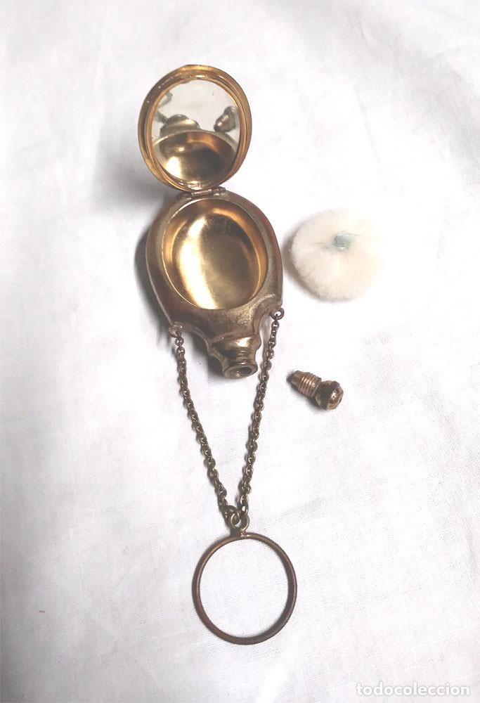 Antigüedades: Perfumero y Polvera con espejo S XIX, bronce, para colgar o de mano. Med. 3,5 x 6,5 cm - Foto 2 - 188401477